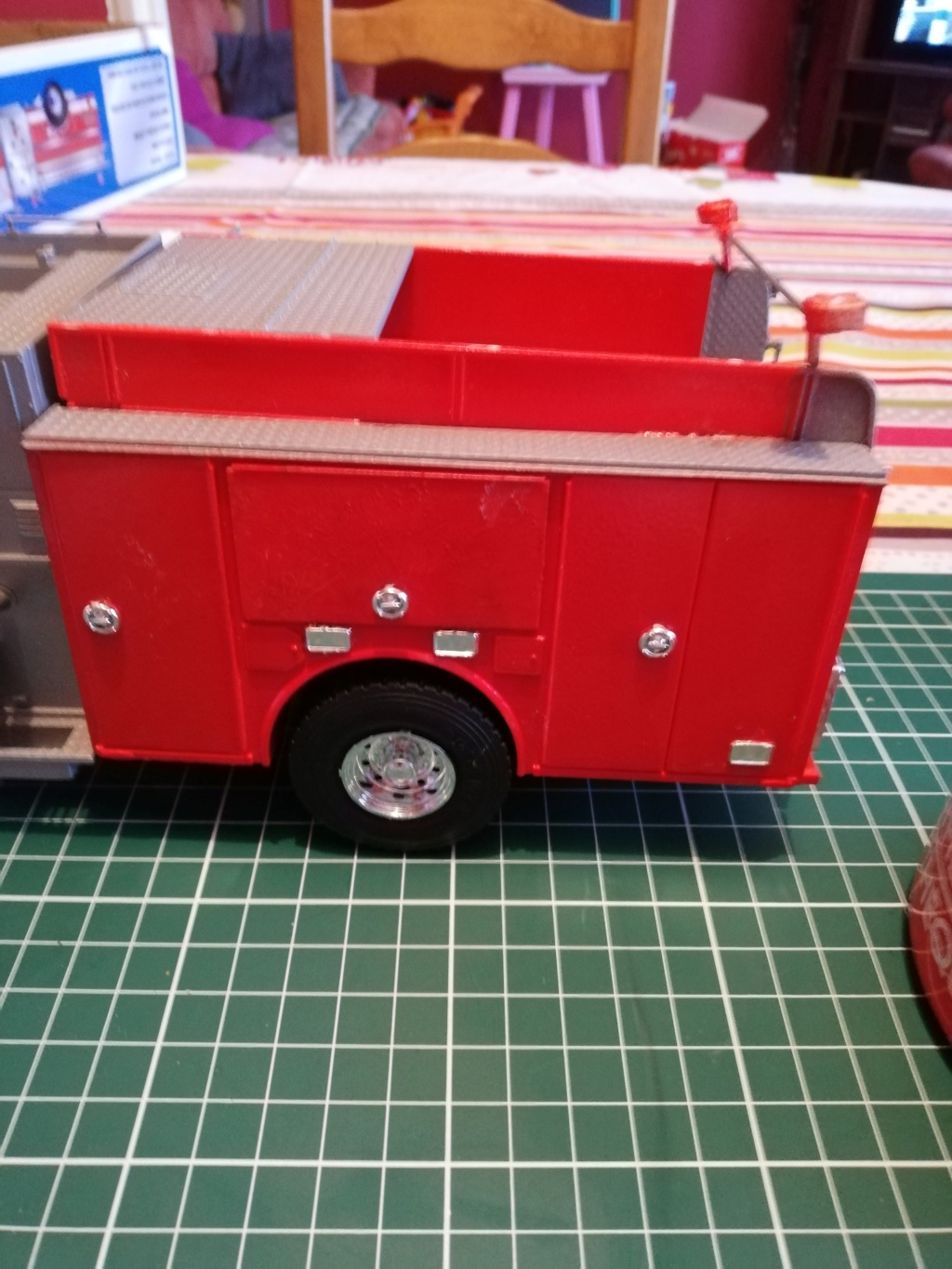American Lafrance Eagle fire pumper [Trumpeter 1/25] - Page 2 Img_2026