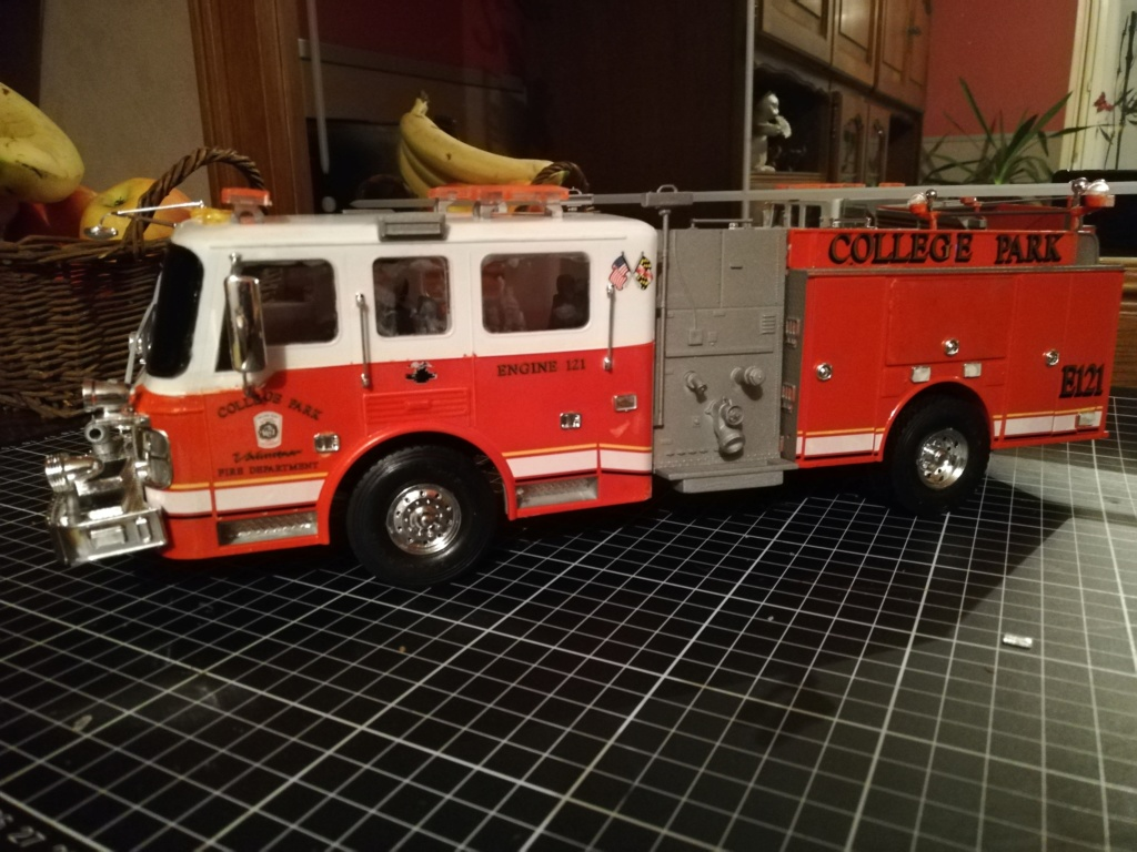 American Lafrance Eagle fire pumper [Trumpeter 1/25] - Page 2 Img_2037