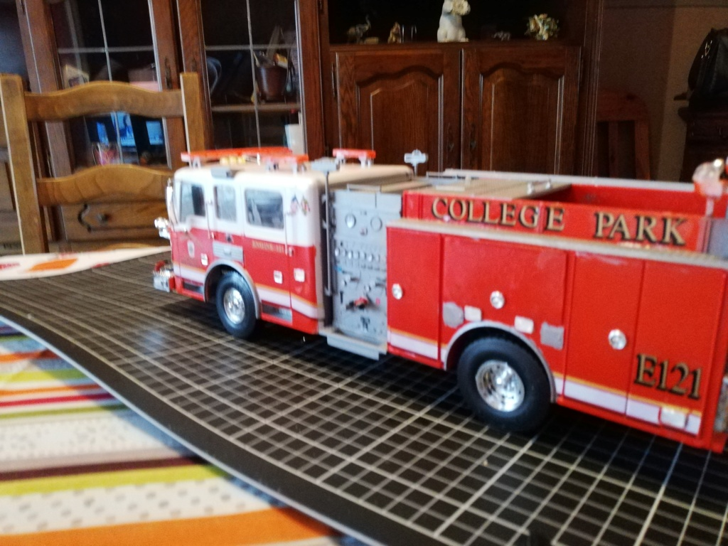 American Lafrance Eagle fire pumper [Trumpeter 1/25] - Page 3 Img_2039
