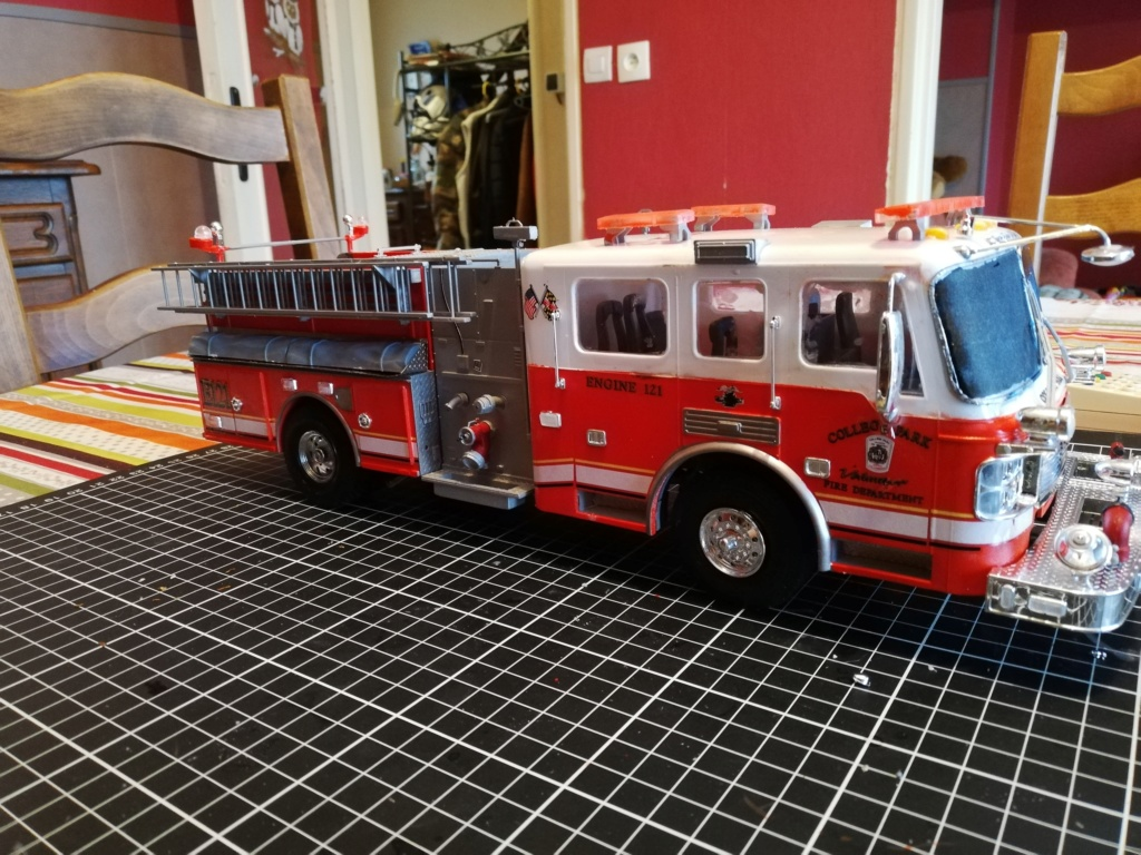 American Lafrance Eagle fire pumper [Trumpeter 1/25] - Page 3 Img_2042