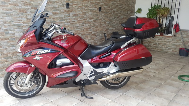 Vendo PAN EUROPEAN ST1300. Año 2006/ 53.000 kms 7.500 20190922