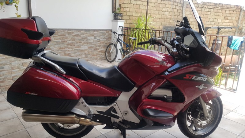Vendo PAN EUROPEAN ST1300. Año 2006/ 53.000 kms 7.500 20190923