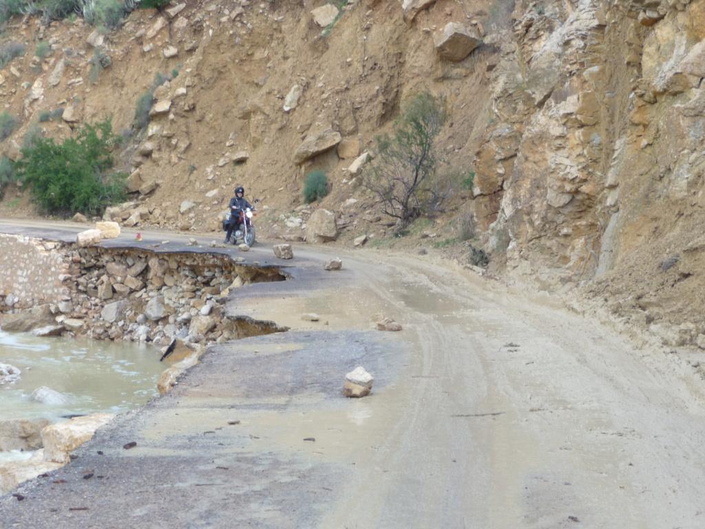 [Carburant, Routes, Police]  Vallée du Paradis : route en travaux... (12/2018) P1030011