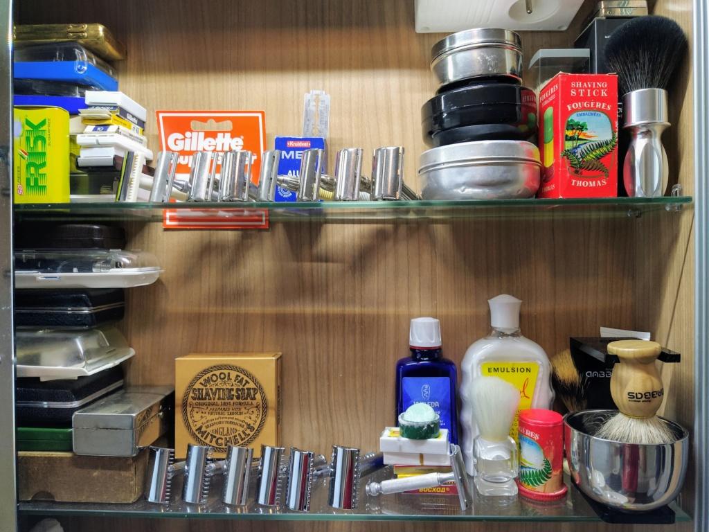 Photos de votre armoire spéciale rasage (ou de la partie réservée au rasage) - Page 30 Img_2089