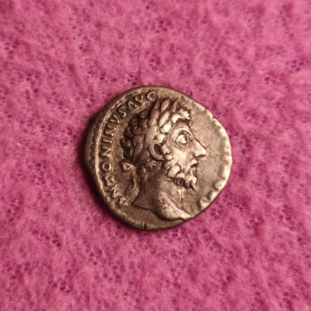 Denario de Marco Aurelio. P M TR P XVIII IMP II COS III - ARMEN. Armenia sedente a izq. Roma. Img_2011