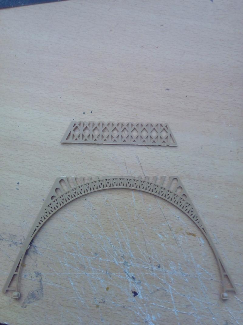 Les étapes de construction de la Tour Eiffel - Heller 1/650éme - Img_2832