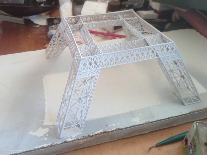 Les étapes de construction de la Tour Eiffel - Heller 1/650éme - Img_2833