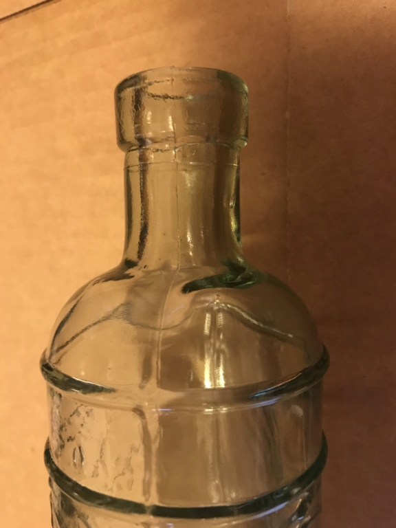 Green bottle with grape pattern C180af10