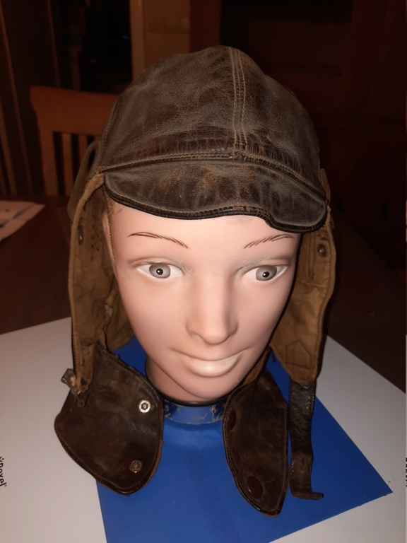Identification bonnet de vol en cuir  20210155
