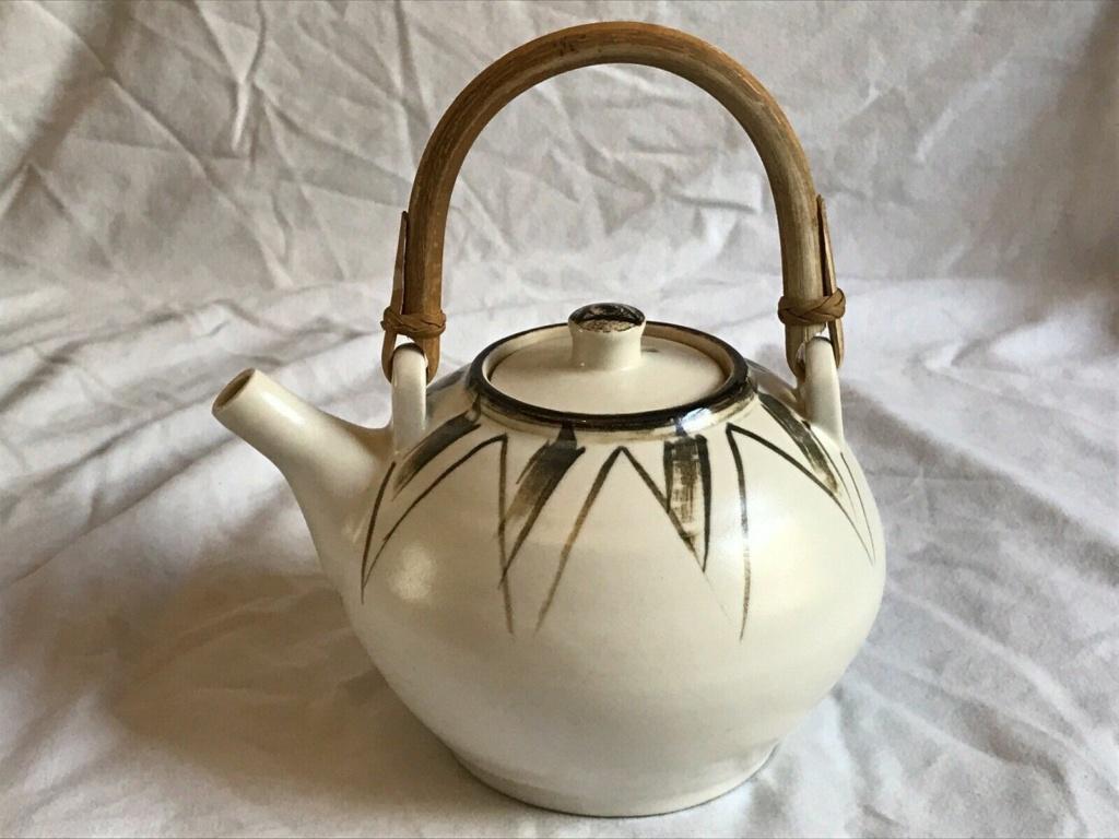 Studio Pottery Teapot - Distinctive Mark Teapot11