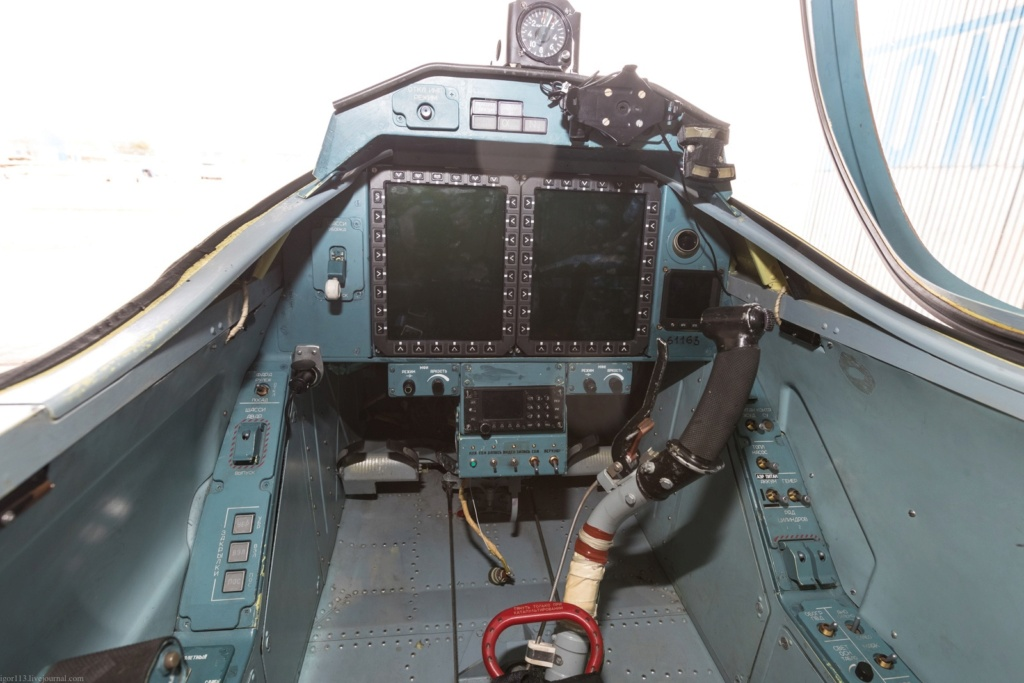 Yak-152 Trainer Aircraft  - Page 3 Aw6gui10