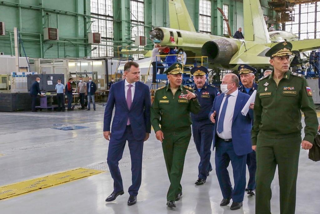 """S-70 """"Okhotnik"""" UCAV - Page 18 F_ye4f10"""