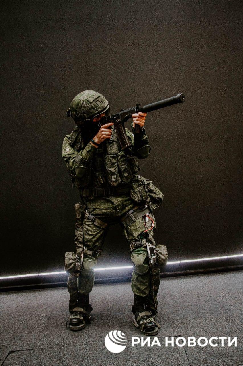 'Sotnik' next-gen combat armor Img_2226