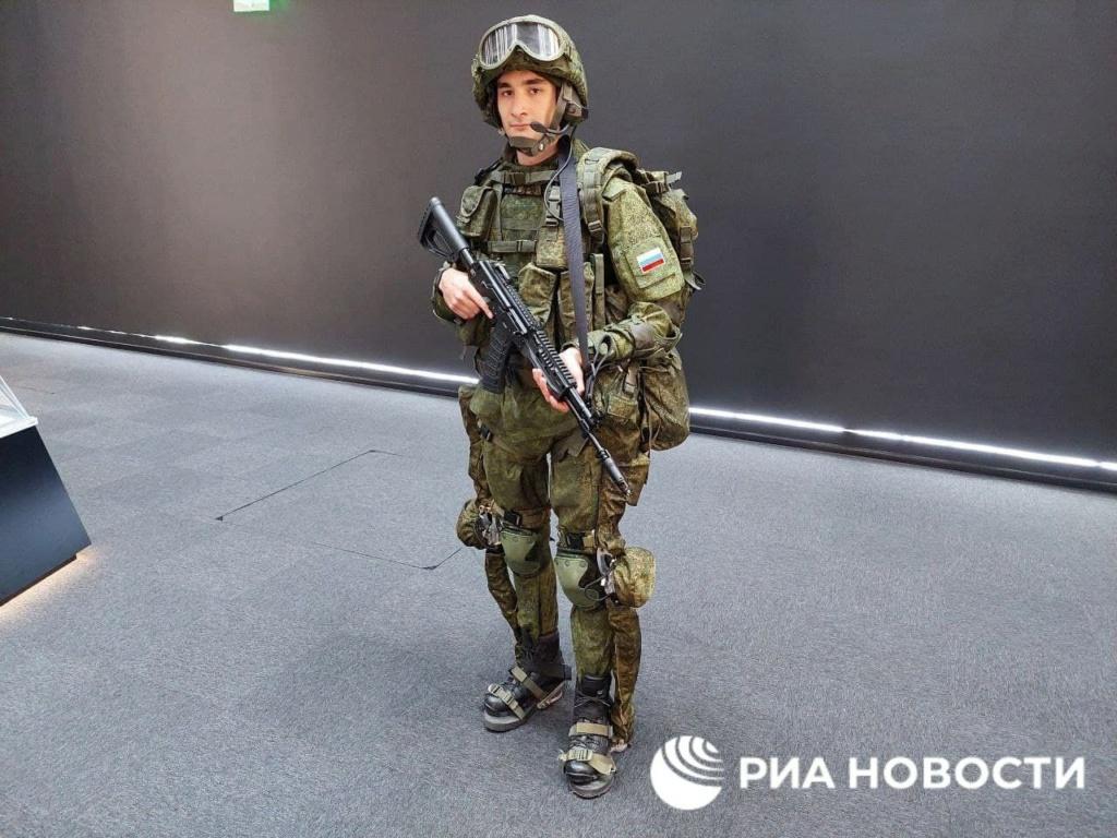 'Sotnik' next-gen combat armor Img_2227