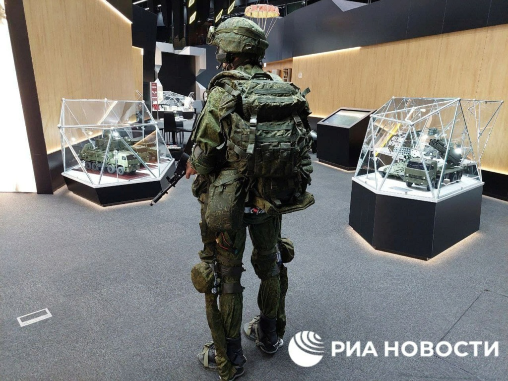 'Sotnik' next-gen combat armor Img_2228