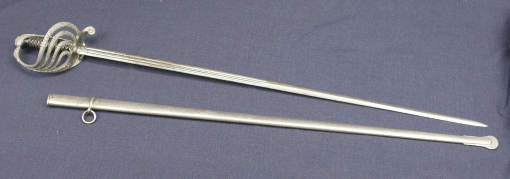 Aider à identifier l'épée M'lle 1882 avec une inscription intéressante. Imgg3711