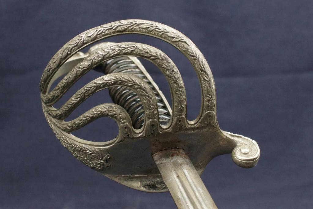 Aider à identifier l'épée M'lle 1882 avec une inscription intéressante. Imgg3714