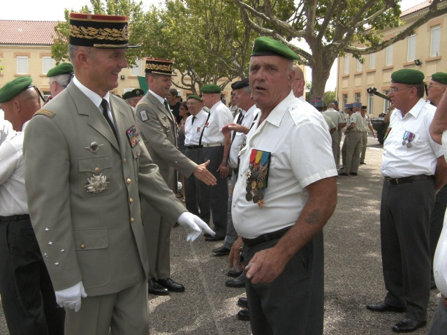 Changement de Chef de Corps - Page 4 Bild0815