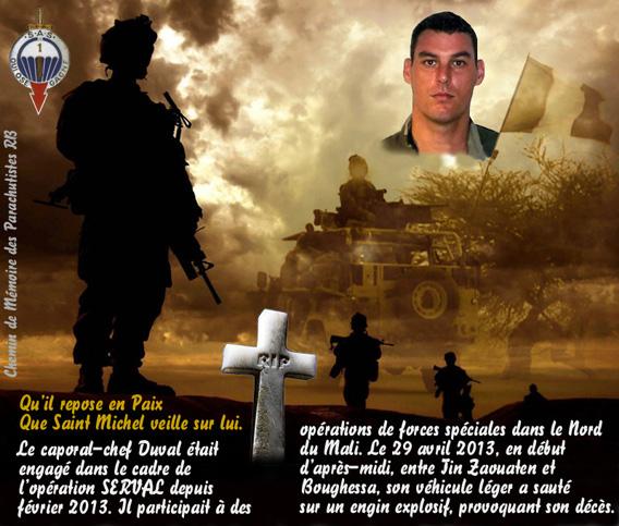 Hommage au parachutiste des forces spéciales du 1er RPIMa caporal-chef Stéphane Duval tué près de Boughessa nord Mali opération Serval 6e militaire