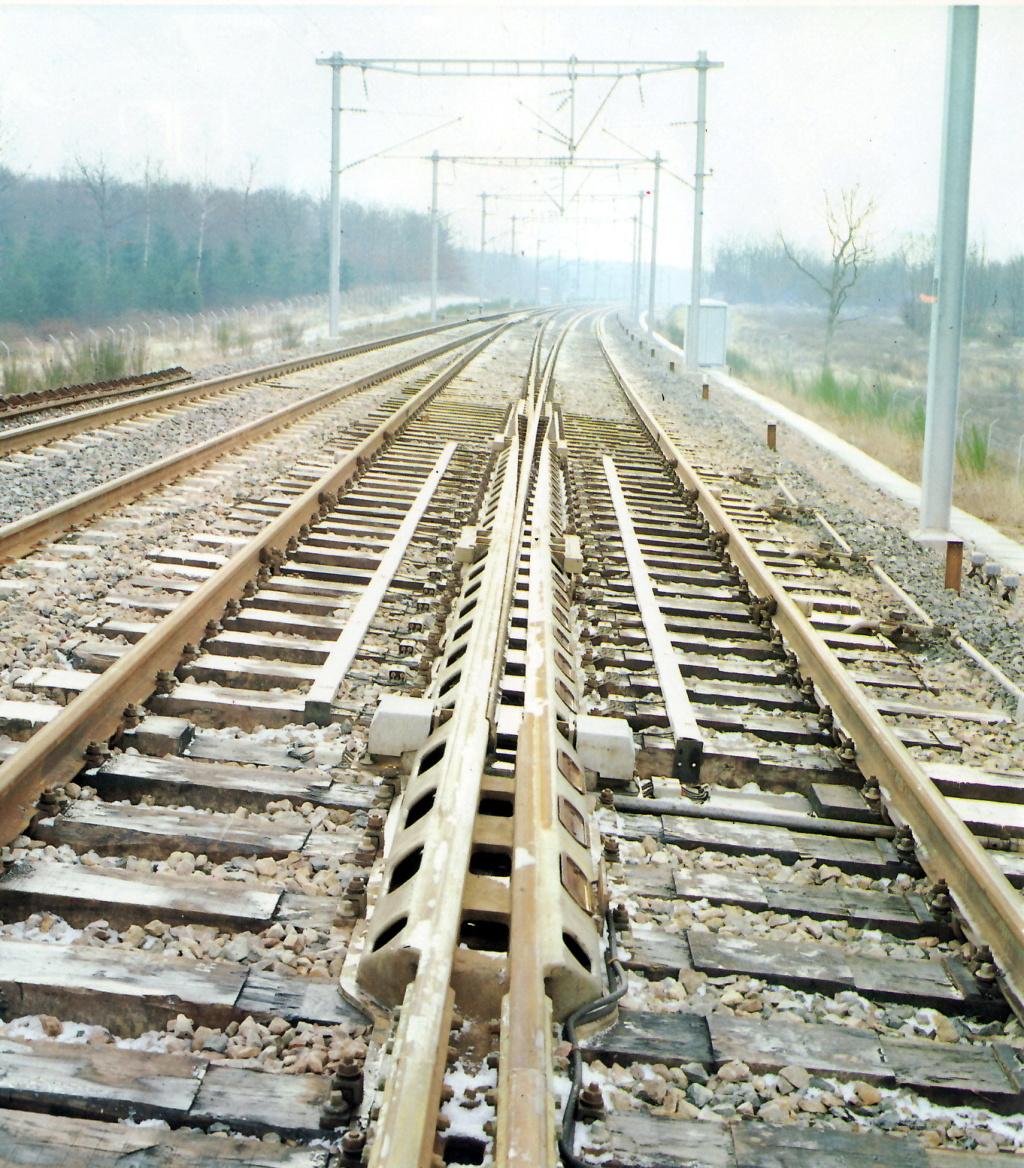 Voies Märklin anciennes et voie VB Trois rails - Page 20 Aiguil12