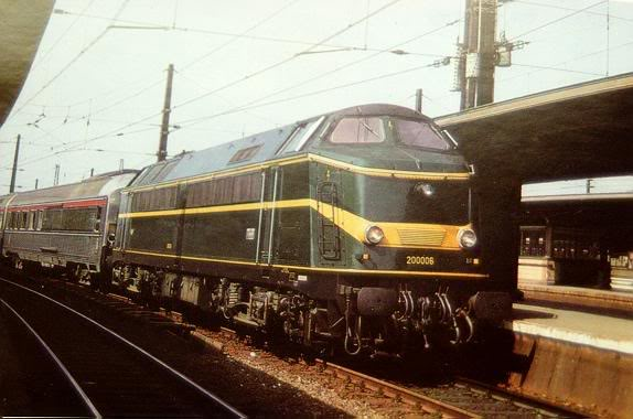 boite marklin SNCF n° 26608 Type_211