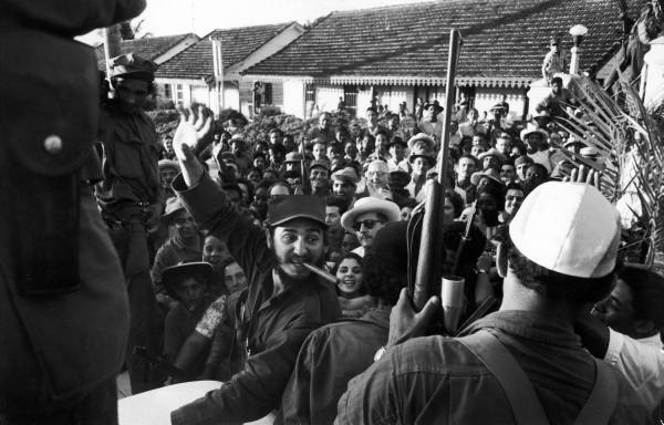 Así recibió el pueblo cubano a los rebeldes. Aaa310