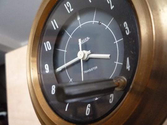 une horloge jaeger de voiture chinée en brocante Jaeger11