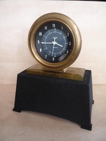 une horloge jaeger de voiture chinée en brocante Jaeger12