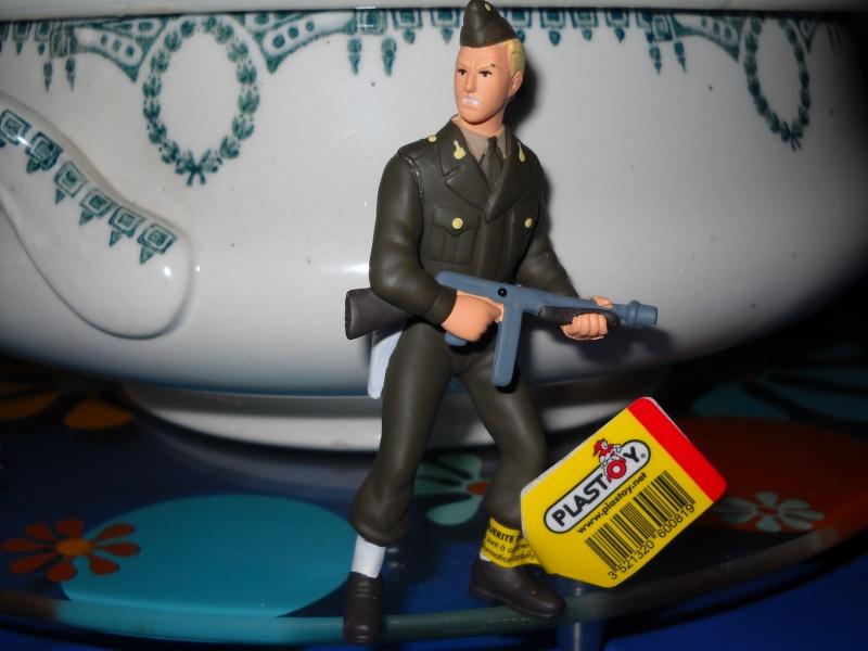 """Figurines """"Blake & Mortimer"""" plastoy Dscn0018"""