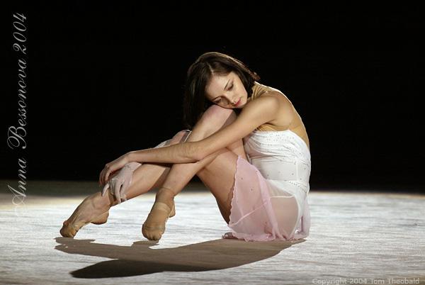 Anna Bessonova - Page 5 D-cup010