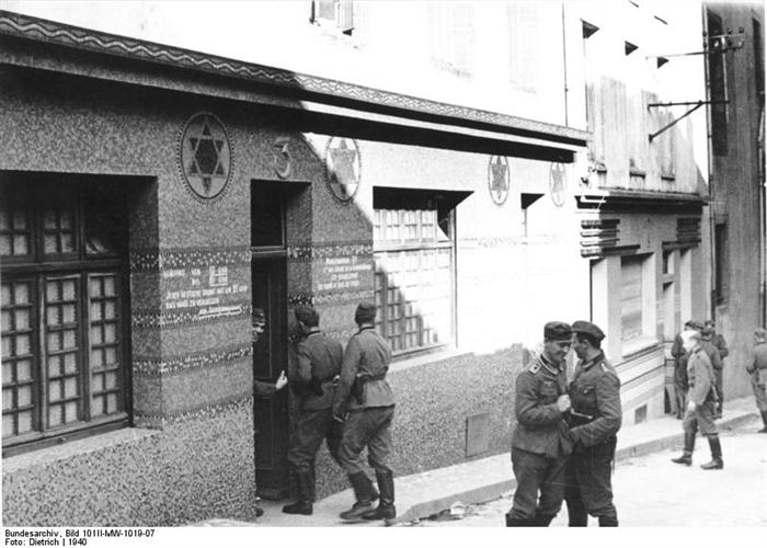 Brest, une synagogue transformée en maison close pour la Wehrmacht Brest_13