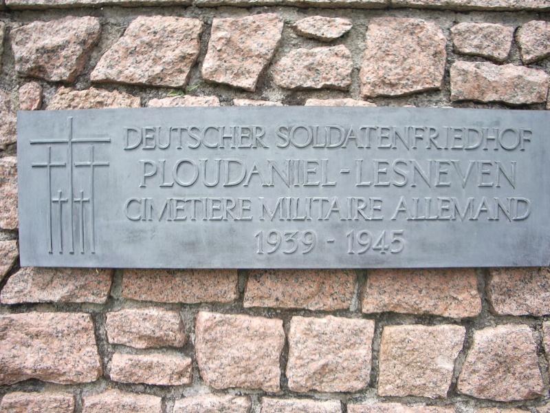 Cimetière militaire allemand de Ploudaniel-Lesneven Imgp2511