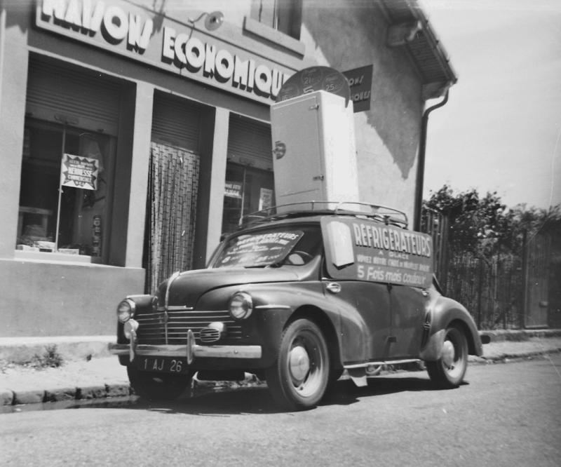 Les véhicules de la Caravane du Tour de France 1950's & 1960's - Page 2 4cvefl10