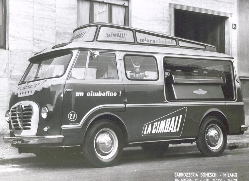 Les véhicules de la Caravane du Tour de France 1950's & 1960's - Page 2 Alfaro10