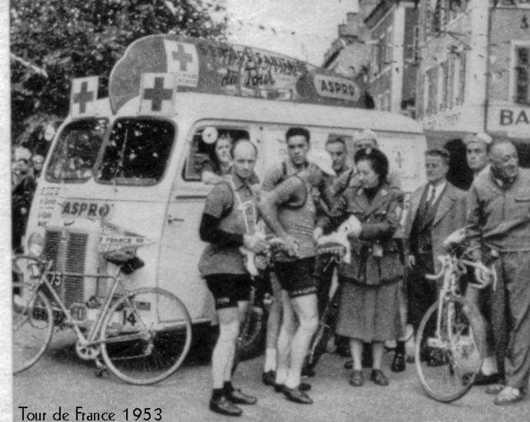 Les véhicules de la Caravane du Tour de France 1950's & 1960's - Page 2 Aspro10