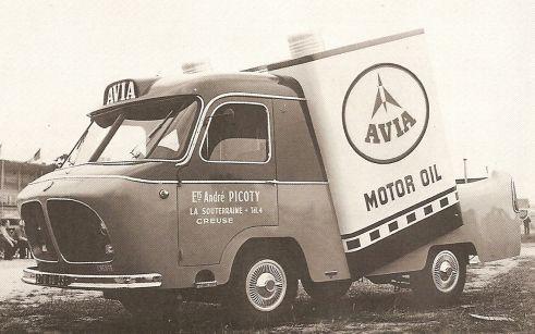 Les véhicules de la Caravane du Tour de France 1950's & 1960's - Page 2 Avia0110