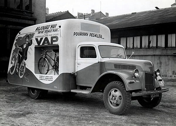 Les véhicules de la Caravane du Tour de France 1950's & 1960's - Page 2 Biento10
