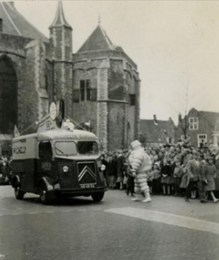 Les véhicules de la Caravane du Tour de France 1950's & 1960's - Page 2 Hymich10