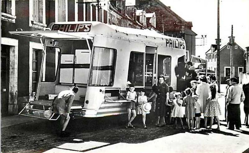 Les véhicules de la Caravane du Tour de France 1950's & 1960's - Page 2 Philip10
