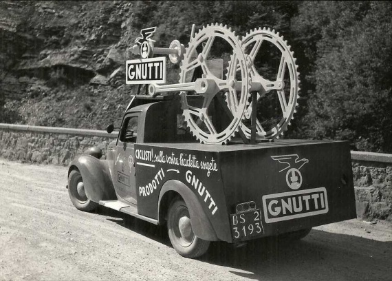 Les véhicules de la Caravane du Tour de France 1950's & 1960's - Page 2 Pub-fi10