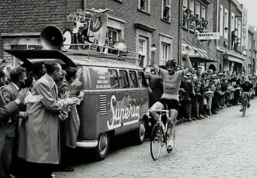 Les véhicules de la Caravane du Tour de France 1950's & 1960's - Page 3 Vw_com10