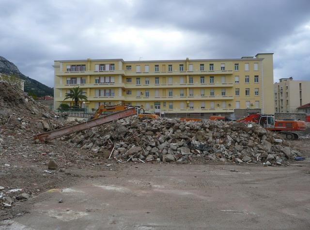 [Le service de santé] HIA Ste Anne déconstruction du bâtiment Beranger-feraud et rénovation de bâtiments 111