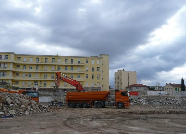 [Le service de santé] HIA Ste Anne déconstruction du bâtiment Beranger-feraud et rénovation de bâtiments 211