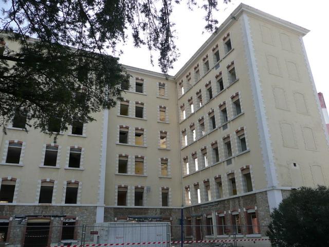 [Le service de santé] HIA Ste Anne déconstruction du bâtiment Beranger-feraud et rénovation de bâtiments P1080710