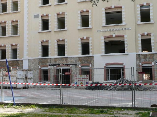 [Le service de santé] HIA Ste Anne déconstruction du bâtiment Beranger-feraud et rénovation de bâtiments P1080711