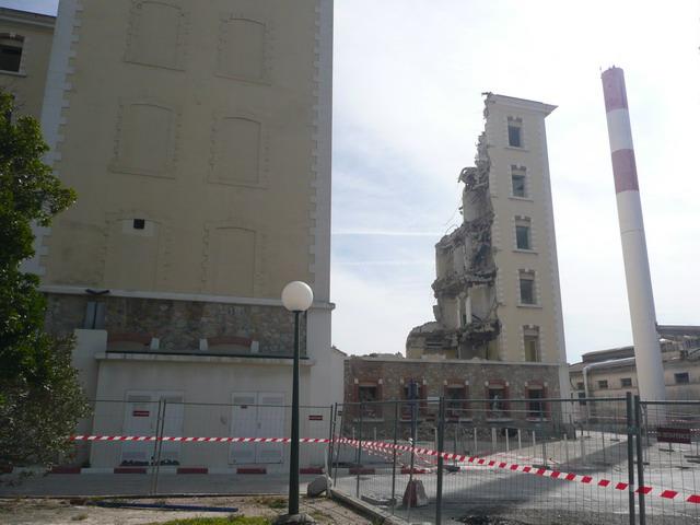 [Le service de santé] HIA Ste Anne déconstruction du bâtiment Beranger-feraud et rénovation de bâtiments P1080712