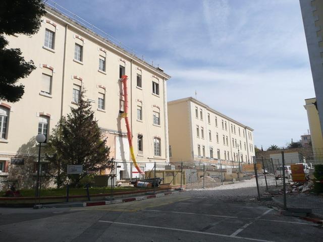 [Le service de santé] HIA Ste Anne déconstruction du bâtiment Beranger-feraud et rénovation de bâtiments P1080713