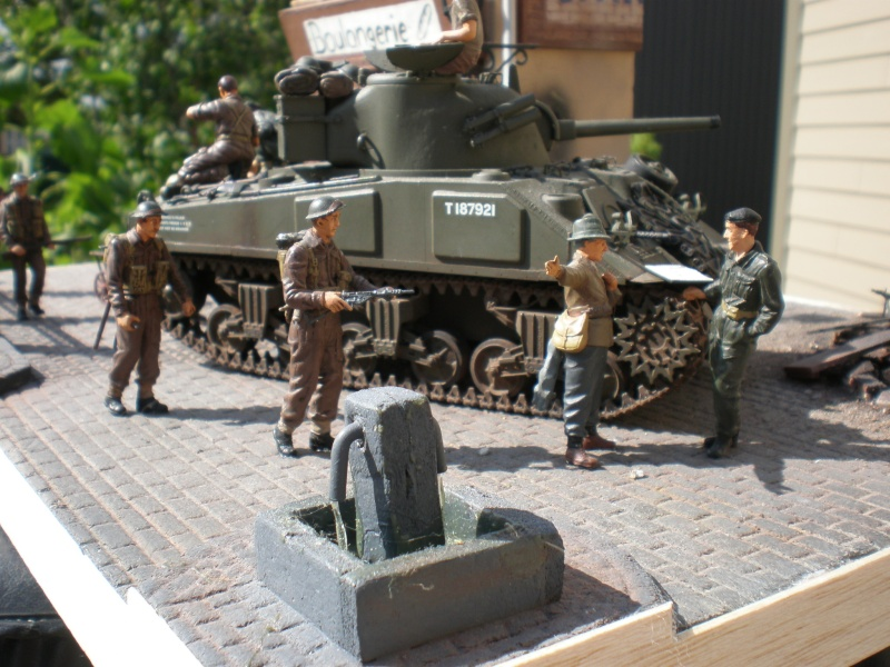 Bren Carrier et Boulangerie française CAEN 1944 P8190713