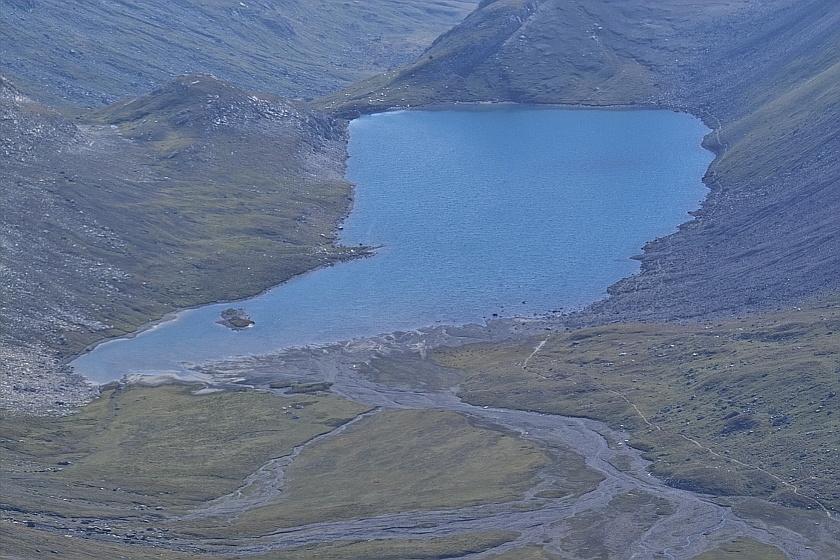 Les lacs de la Leisse et l'arête du Génépy Planet10