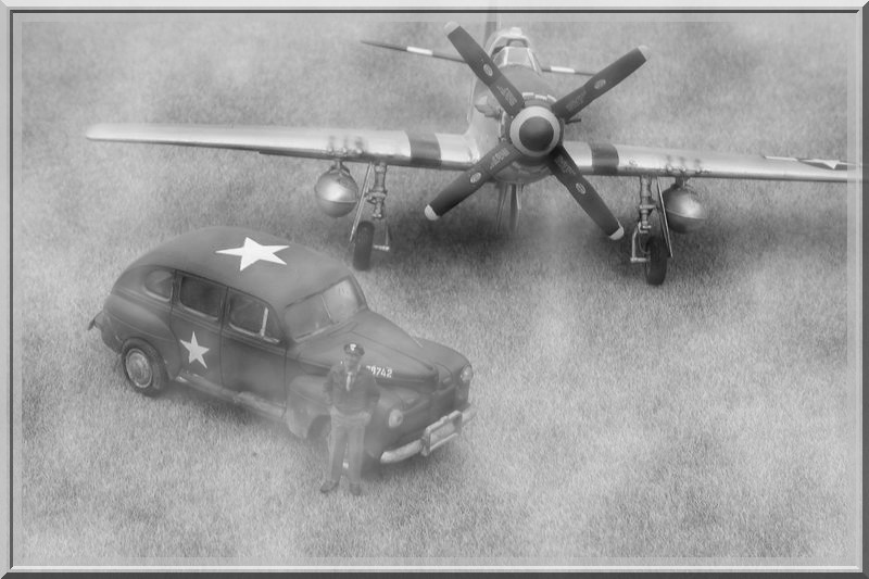 P51 D Mustang & US Army staff car Dsc02640